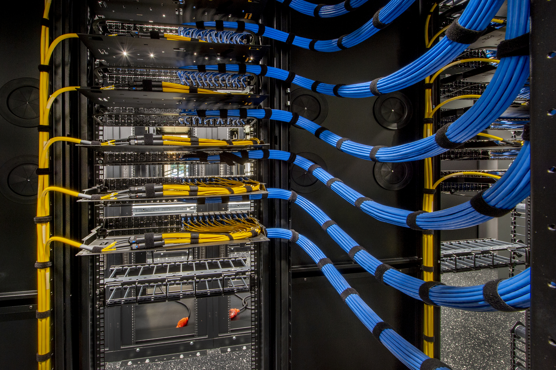 We build fast and resilient networks for your data driven enterprise